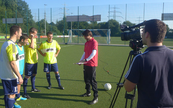Peter Hyballa: Dreharbeiten zur 3. Fussball DVD - Vorbesprechung mit den Spielern