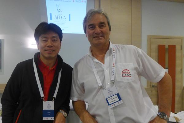 Li Feiyu (Technischer Direktor Chinesischer Fußballverband) and Peter Schreiner